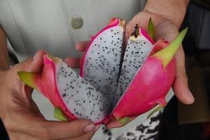 buah naga dibelah